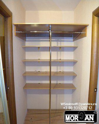 Встоенный шкаф в прихожей под банки и под одежду фото.